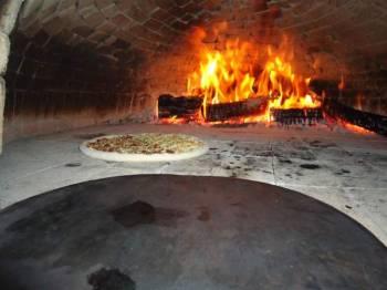 Restaurante e pizzaria. Guia de empresas e serviços
